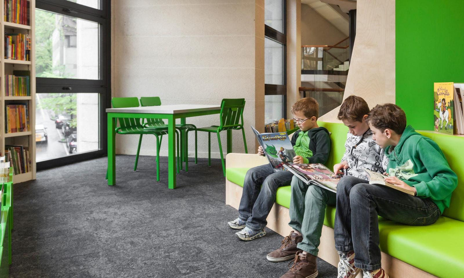 Bibliothèque de la Cité, Espace Loisirs et culturels, Genève, photo par Fermob