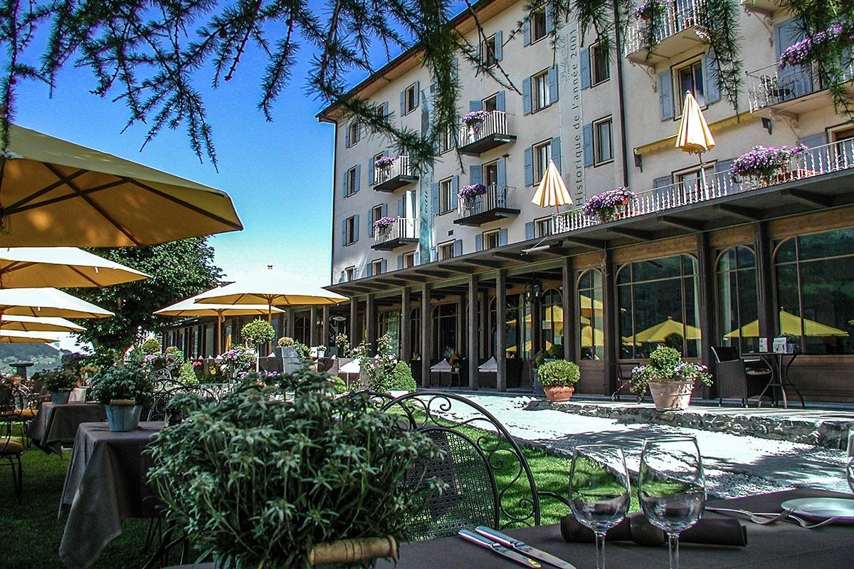 Extérieur, hôtel Bella Tola, à la montagne, station des étoiles, saint-luc, établissement de luxe, swiss historic hotel.jpg