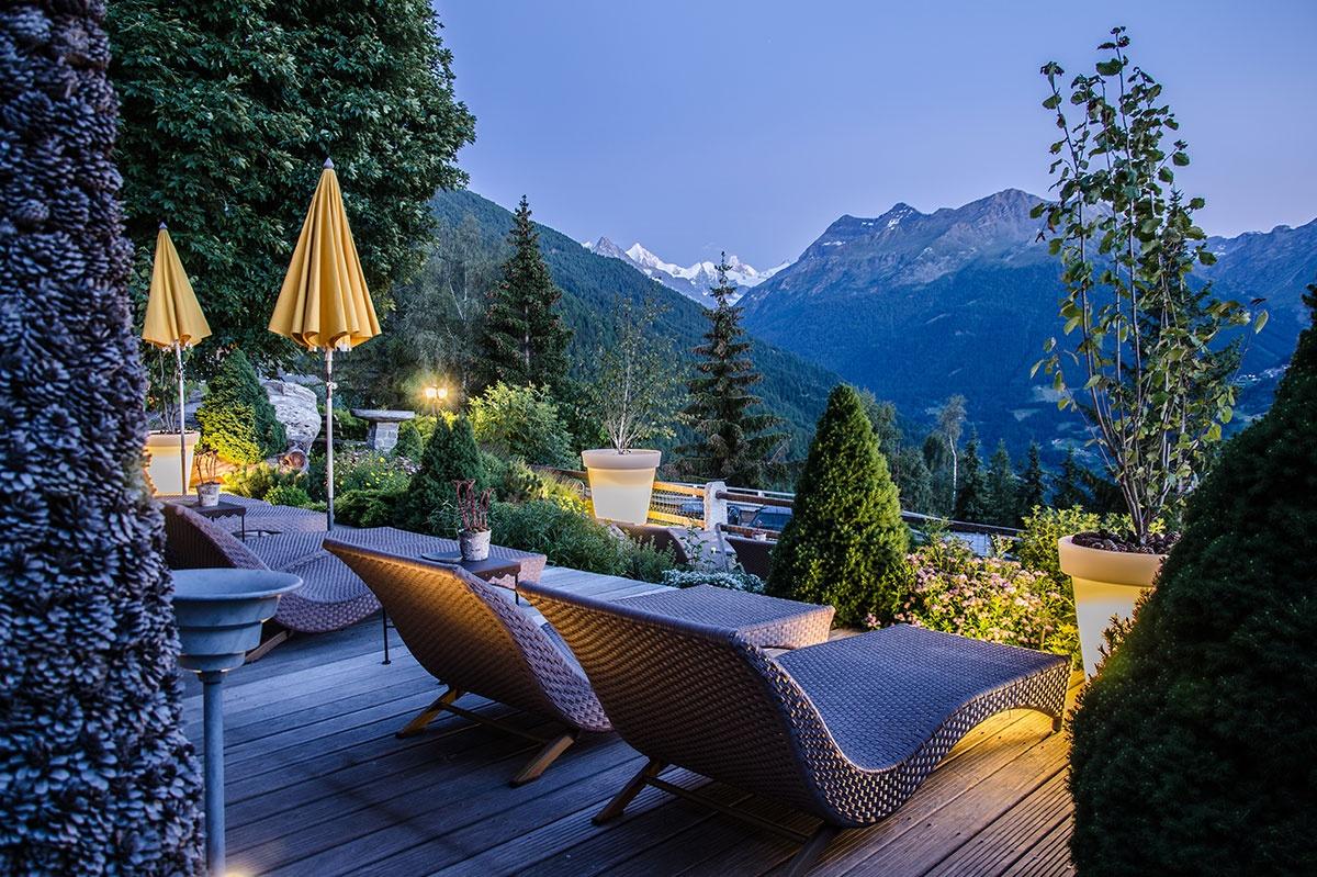 Spa, en plein air, à la montagne, hôtel Bella Tola, station des étoiles, saint-luc, établissement de luxe, swiss historic hotel.jpg