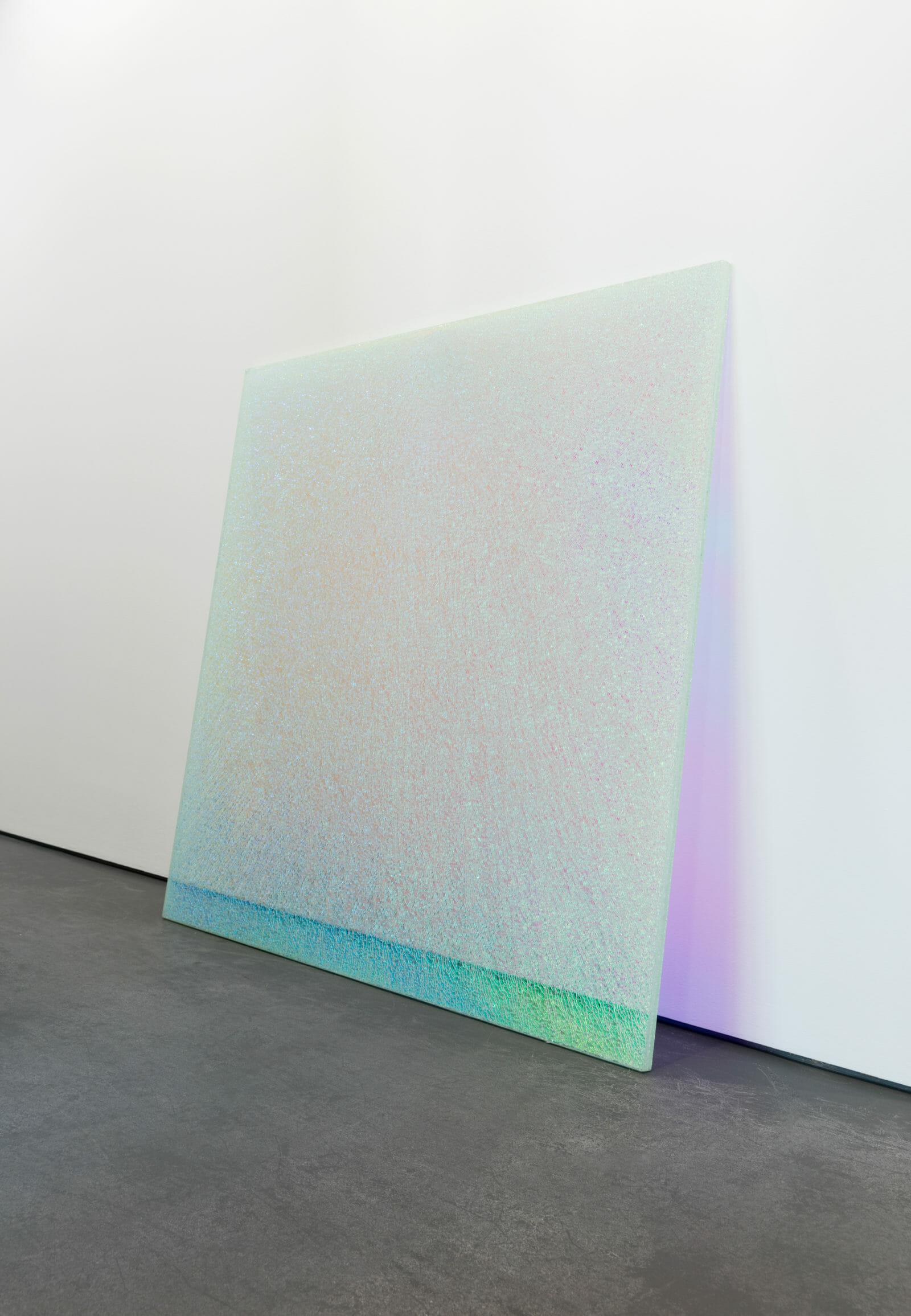 Ann Veronica Janssens, Magic Mirror Pink #2, 2013-2016 120 x 120 x 1,8 cm Film dichroïque, verre de sécurité, verre flotté, serial collector, article de mina sidi ali