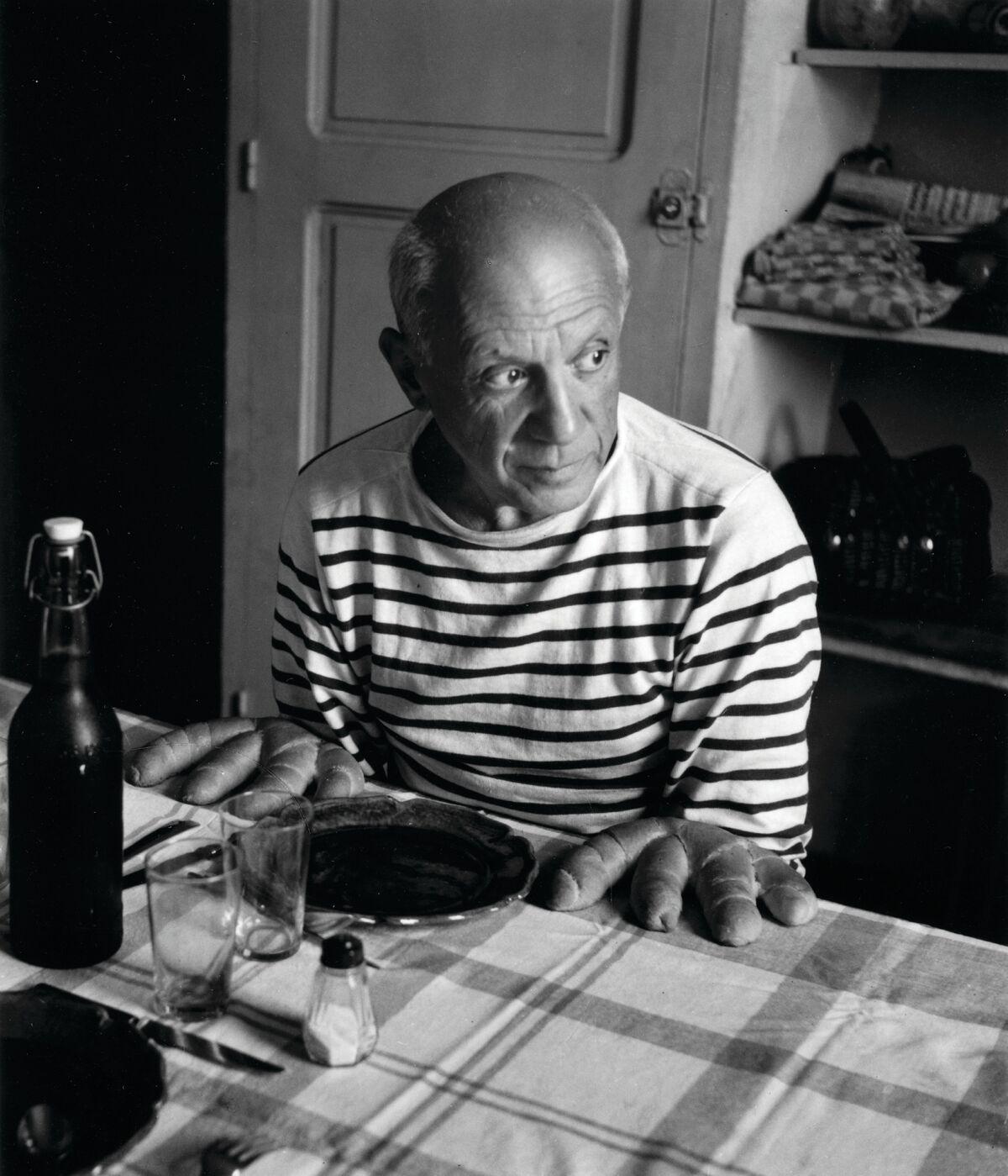Les pains de picasso » (c)Robert Doisneau, 1952, article doisneau, déclics et des déclichés par mina sidi ali pour go out magazine mai 2018