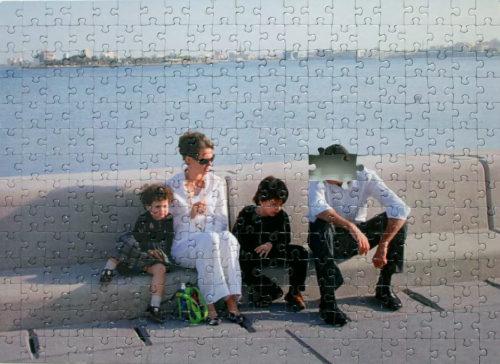 Guillaume Chamahian de la série Quatre puzzles – L'histoire ne se répète pas, elle fait des gosses 26 x 36 cm Contrecollé sur dibond